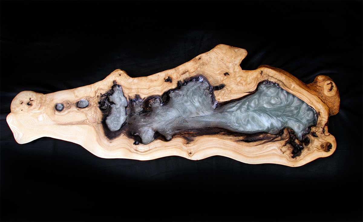 Epoxy resin, extraordinary properties and a great ally in art